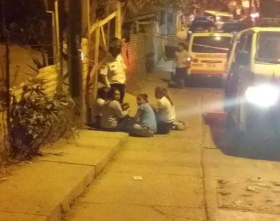 Familiares y amigos lloran la muerte de sus seres en El Campanero. (Foto Prensa Libre: Hemeroteca PL)