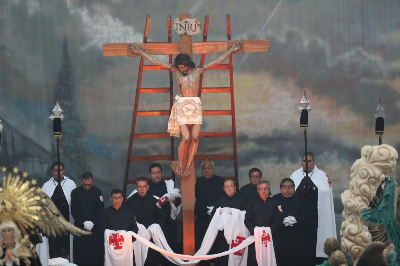 Descendimiento de Jesús en la iglesia La Recolección (Foto Prensa Libre: Óscar Rivas).