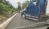 Por tres días durante esta semana permaneció bloqueada la carreterra que conecta con México, lo que generó pérdidas por unos Q150 millones, según estimación de Ascabi. (Foto Prensa Libre: Hemeroteca)