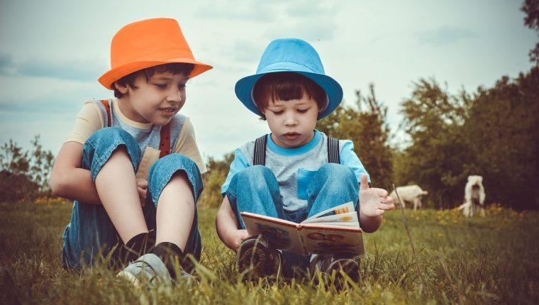 Promover el hábito de lectura en sus hijos les traerá grandes beneficios para su desarrollo. (Foto Prensa Libre: Servicios)