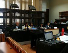 Las fiscales Suleisy Magdalena Gutiérrez Saidi Leticia Guerra Samayoa y Katy Maritza Hernández Gálvez escucharon la nueva acusación en su contra. (Foto Prensa Libre: Juan Diego González)