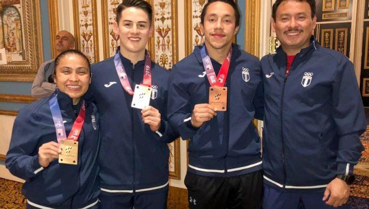 Cheili González, Christian Wever, Allan Maldonado y el entrenador Douglas Debroi. (Foto Cortesía Cheili González).