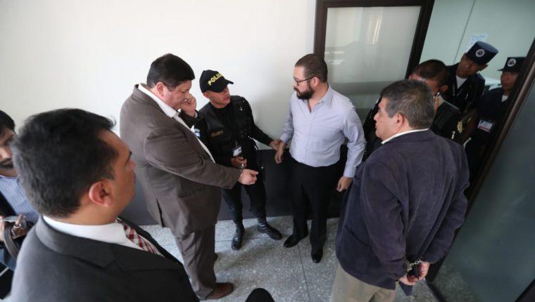 José Alejandro Vielman Rosales, exencargado del área procesal del Crédito Hipotecario Nacional (CHN), Luis Gustavo Morataya García y José Gerardo Martínez Búcaro, fueron condenados a seis años de prisión. (Foto Prensa Libre: Esbin García)