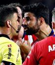 Diego Costa fue sancionado por insultar al árbitro Jesús Gil Manzano en el partido contra el Barcelona. (Foto Prensa Libre: AFP).
