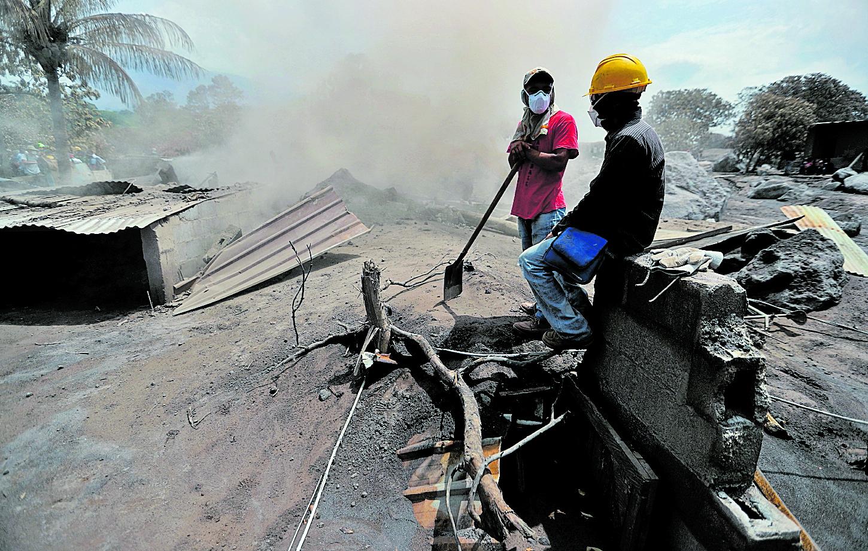 Varias familias quedaron sin vivienda a raíz de la erupción del volcán de Fuego ocurrida el 3 de junio de 2018. (Foto Prensa Libre: Hemeroteca PL)