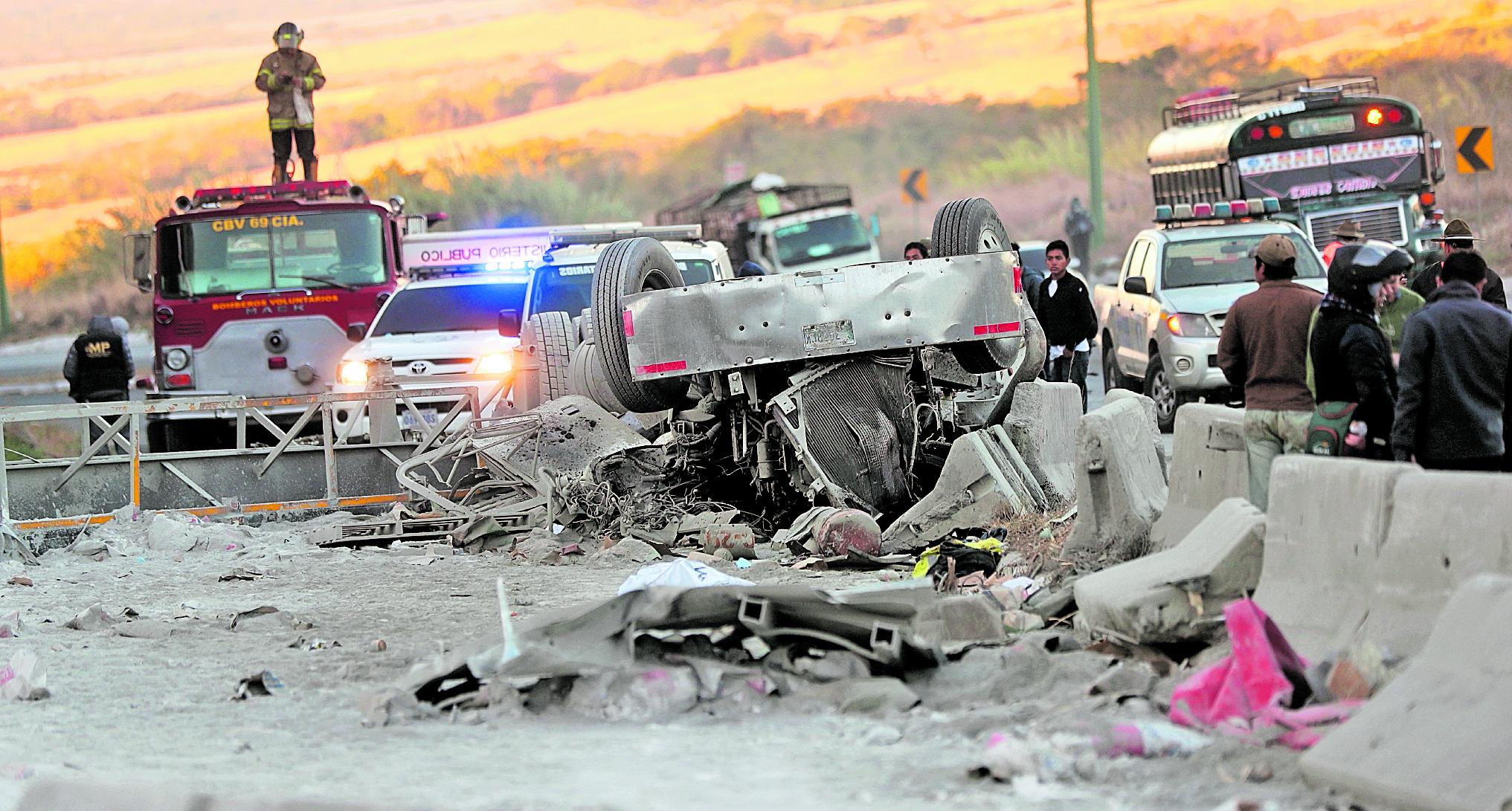 Este año va en incremento la cantidad de personas muertas en accidentes, según el departamento de Tránsito de la PNC.(Foto Prensa Libre: Hemeroteca PL)