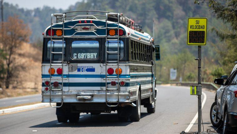 Cuando un vehículo supera los 90 kilómetros por hora, el tablero advierte al conductor que debe disminuir su velocidad.(Foto Prensa Libre: Juan Diego González)