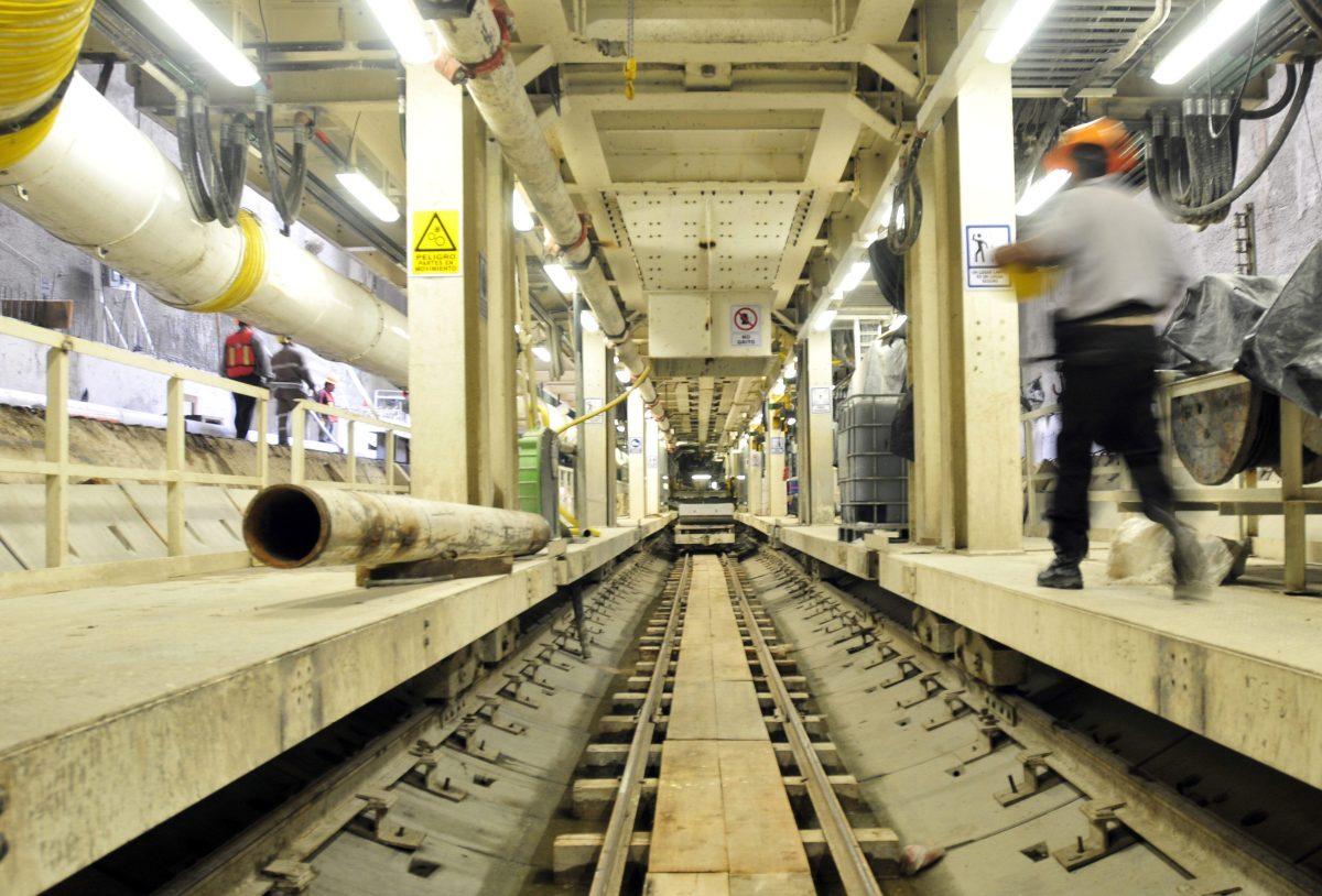 Anadie busca empresa que desarrolle estudio y determine si es viable construir un metro subterráneo en la capital