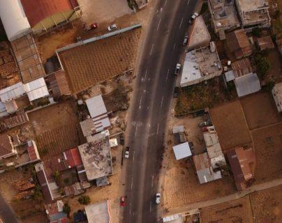 Vista aérea de una parte del tramo en donde ocurrió la tragedia en Nahualá. (Foto Prensa Libre: Carlos Hernández)