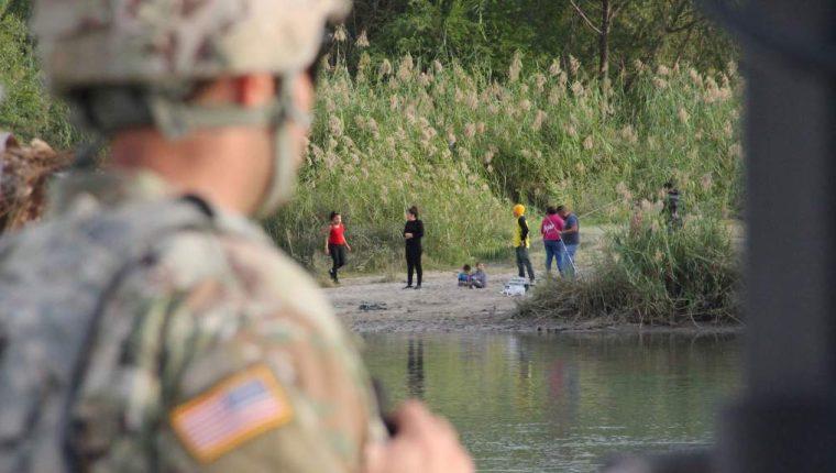 Autoridades advierten sobre el peligro de cruzar el Río Grande o Bravo. (Foto: AFP)