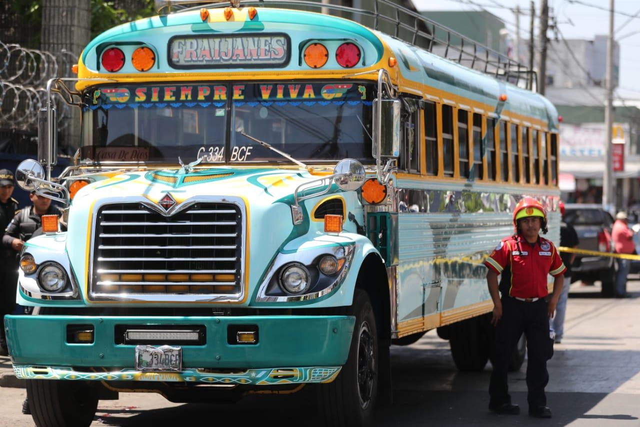En este autobús fueron atacados los dos supuestos asaltantes. (Foto Prensa Libre: Érick Ávila)