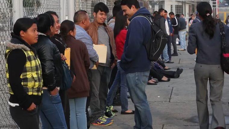 La OIT sugiere que se debe garantizar la equidad de género en el nuevo mercado laboral, acompañado de protección social y asegurar un trabajo decente para todos. (Foto Prensa Libre: Hemeroteca)