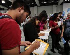 Aunque las cifras oficiales registran un 2.8% de desempleo, siete de cada 10 guatemaltecos trabajan en la informalidad, lo que debilita el seguro social y vulnera la calidad de vida futura de la mayoría de la población. (Foto Prensa Libre: Hemeroteca)