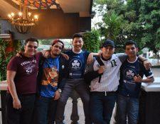 Diego Valenzuela (Lux COD), Renato Cabrera (LitRazzor), Daniel Valdez (DJ), Ricardo Cuellar (EvAdde) y Emilio de la Cruz (EmilioDLC), representantes de Guatemala en el Call Of Duty World League.  (Foto Prensa Libre: Cortesía Shorys Game).