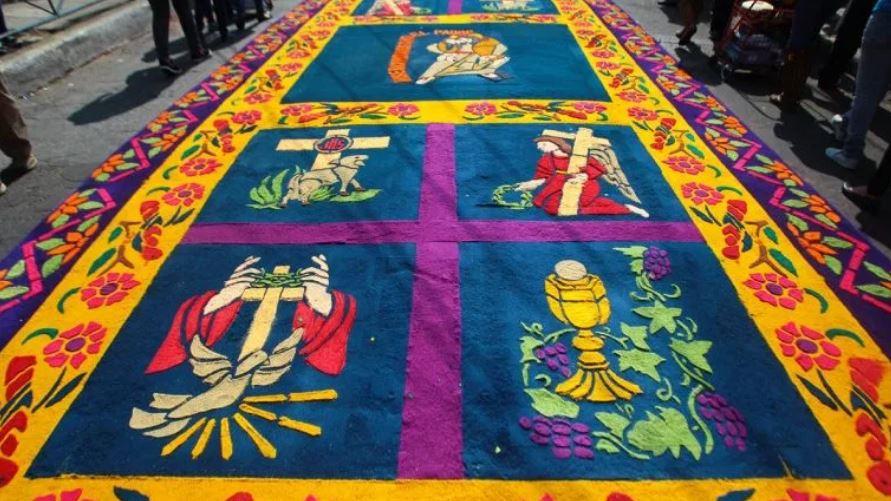 Las alfombras son obras de arte que toman elementos religiosos o cotidianos. (Foto: Hemeroteca PL)