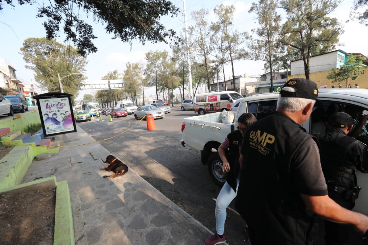 En el lugar levantaron once casquillos. (Foto Prensa Libre: Érick Ávila)