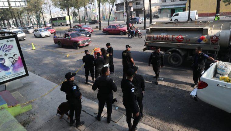 Cuatro migrates hondureños fueron baleados en el Anillo Periférico y 25 calle, zona 7. (Foto Prensa Libre: Érick Ávila)