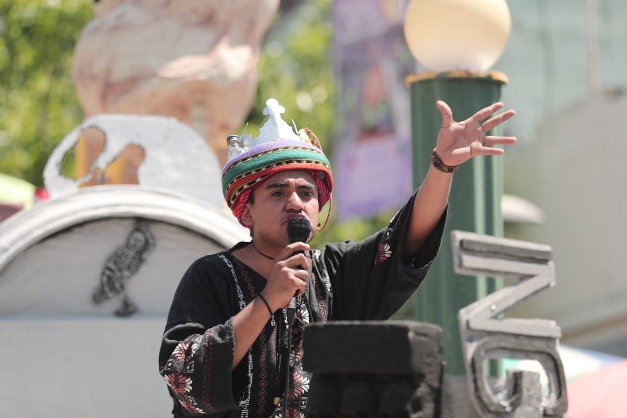 Los Reyes Feos aprovechan este espacio para brindar sus discursos con un tono de broma. Foto Prensa Libre: Juan Diego González