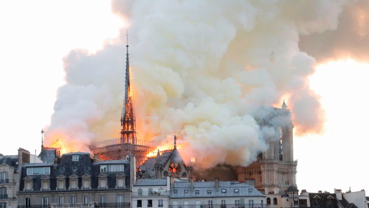 Smoke and flames rise during a fire at the landmark Notre-Dame Cathedral in central Paris on April 15, 2019, potentially involving renovation works being carried out at the site, the fire service said. (Photo by FRANCOIS GUILLOT / AFP)