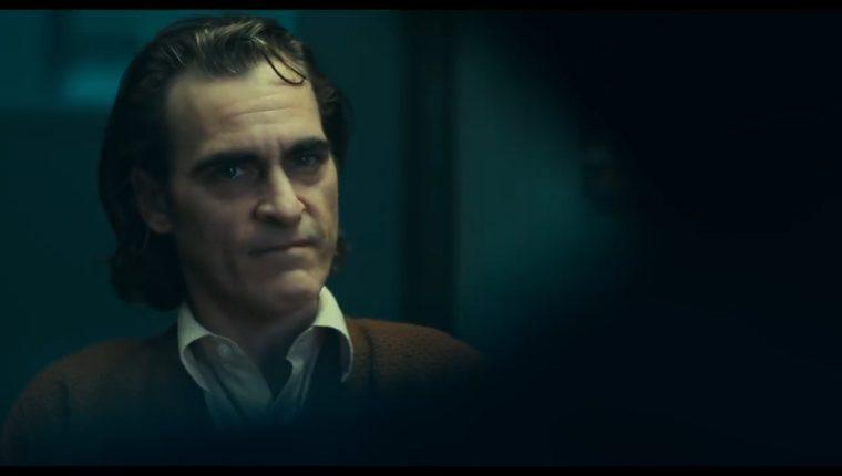El tráiler muestra a Joaquin Phoenix como Arthur Fleck antes de convertirse en villano. (Foto Prensa Libre: YouTube)