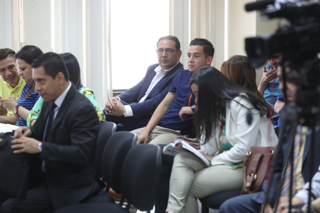 Samuel y su sobrino José Manuel Morales, hermano e hijo del presidente Jimmy Morales. (Foto Prensa Libre: Esbin García)