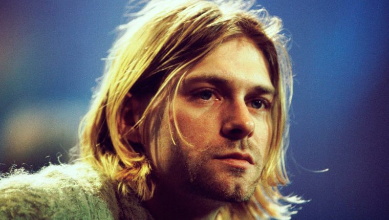 """Kurt Cobain durante la grabación de """"MTV Unplugged"""" de Nirvana, en Sony Studios en la ciudad de Nueva York, en 1993. (Foto Prensa Libre: Hemeroteca PL)"""