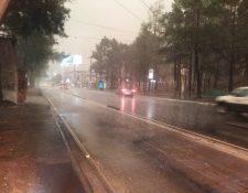 Se registra fuerte lluvia en la Calzada Raúl Aguilar Batres. (Foto Prensa Libre: @SantosDalia).