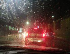 Cae la primera lluvia del 2019 en Quetzaltenango, internautas reportan calles anegadas y caos vial. (Foto Prensa Libre: Raúl Juárez)