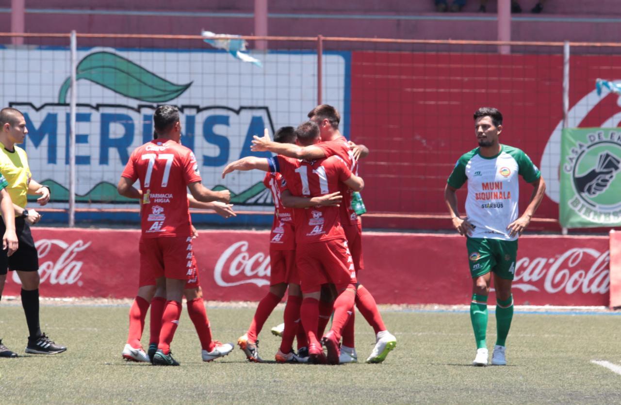 Así festejaron los jugadores de Malacateco, en el Santa Lucía. (Foto Prensa Libre: Raúl Juárez)