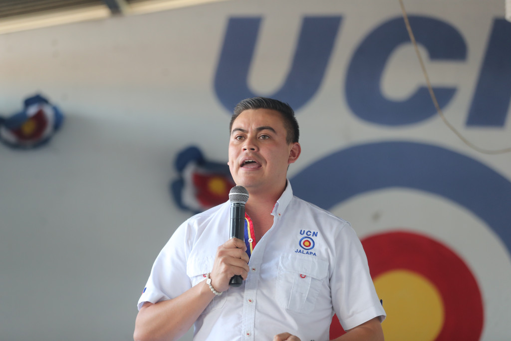 Tibio apoyo a Mario Estrada en Jalapa, su feudo