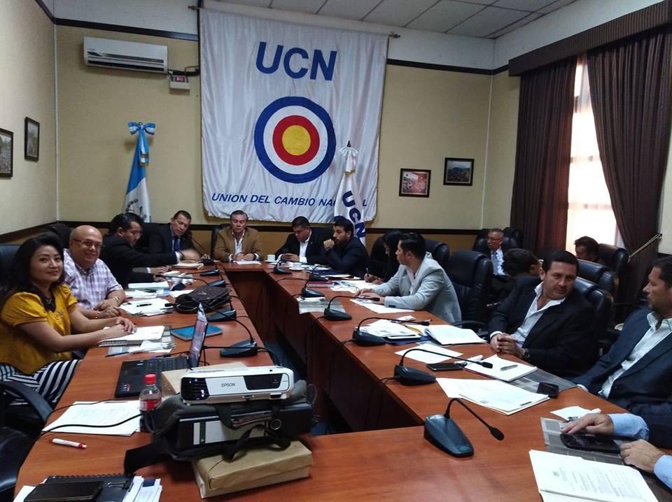 Diputados de UCN se distancian de Mario Estrada, pero seguirán en el partido