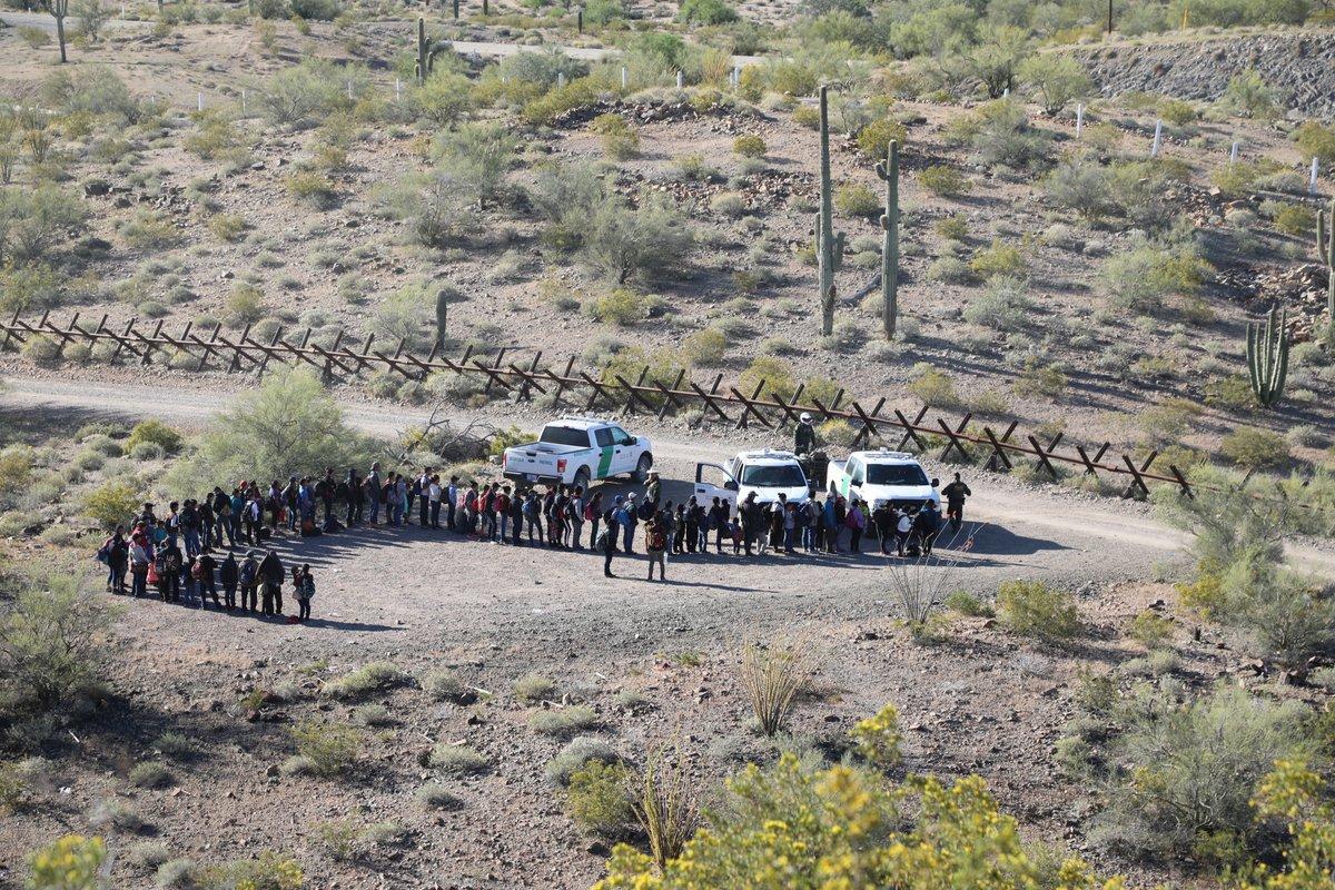 Un grupo de indocumentados es interceptado por la Patrulla Fronteriza de EE. UU. (Foto: CBP)