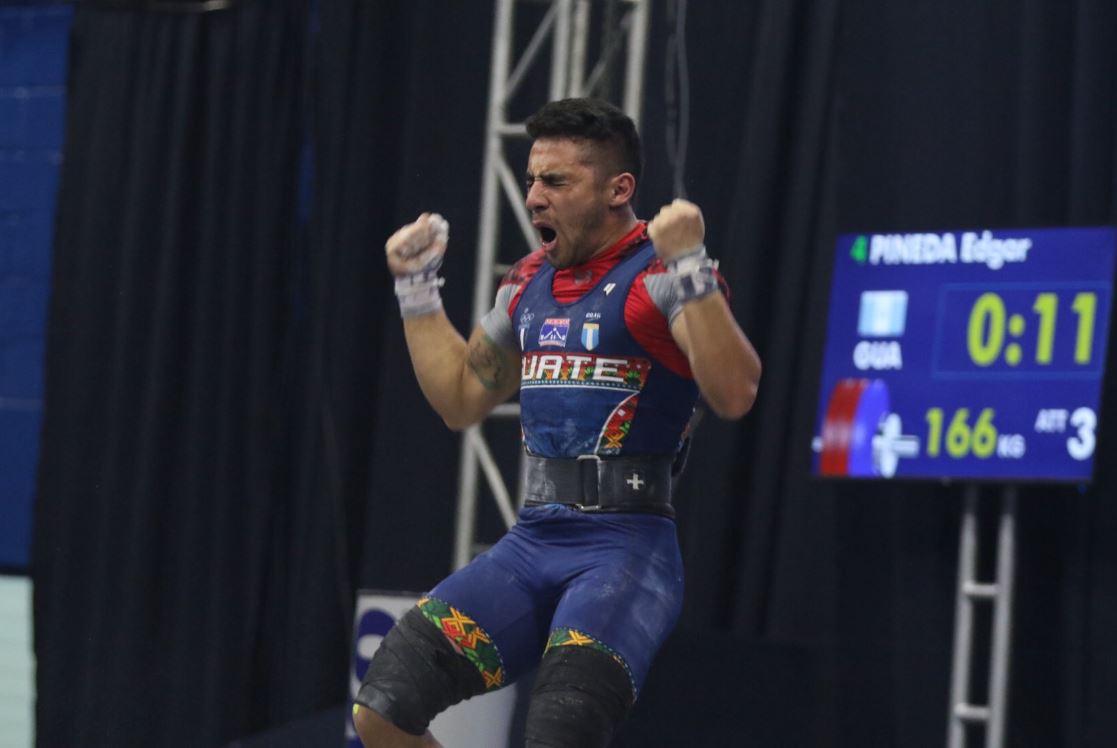 Guatemalteco Édgar Pineda celebra la plata y bronce en el Panamericano de Pesas