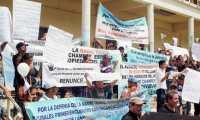 Una protesta en contra del alcalde Francisco Pop, donde pobladores reclamaron transparencia. (Foto Prensa Libre: Hemeroteca PL)