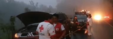 Socorristas de la Cruz Roja Guatemalteca llegaron al lugar pero la victima había muerto. (Foto Prensa Libre: Cortesía Fernando Castro)