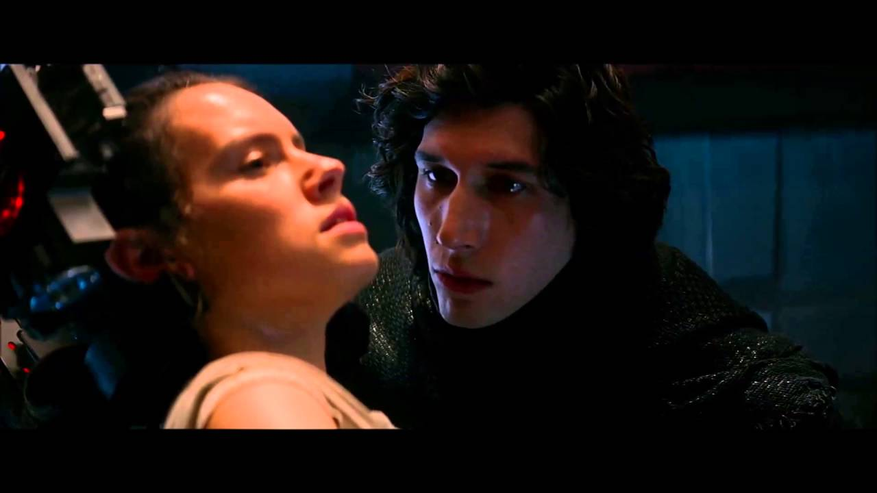 Una teoría que ha cobrado mucha fuerza es que podría haber un romance entre Kylo Ren y Rey en el Episodio IX de Star Wars. (Foto Prensa Libre: YouTube)