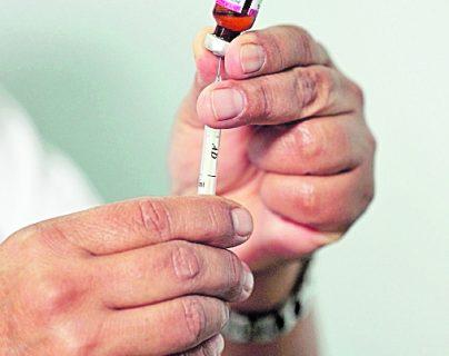 Entre septiembre y octubre se realizará en el país una campaña masiva de vacunación para inmunizar a 2.4 millones de niños contra el sarampión. (Foto Prensa Libre)