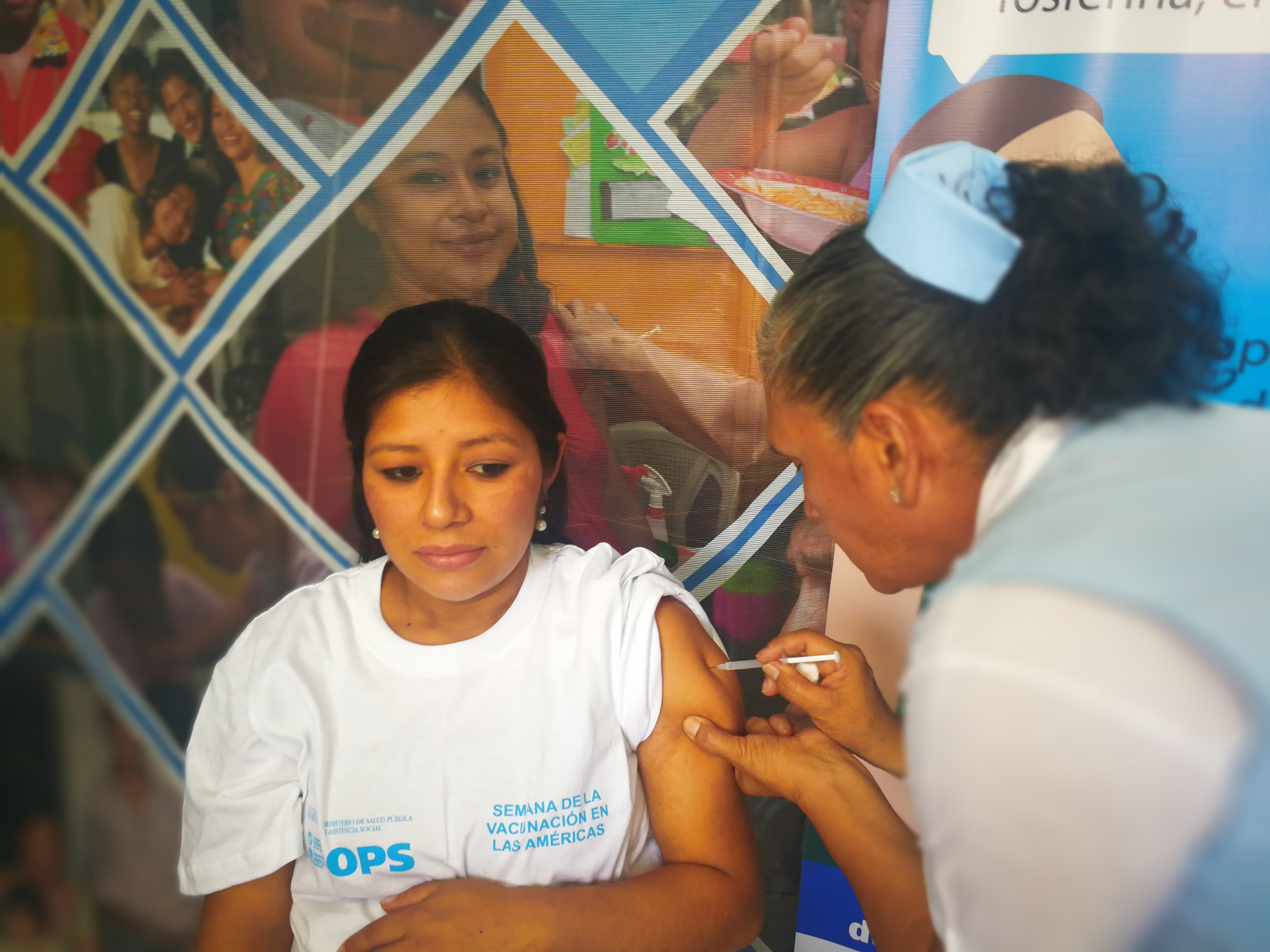 La vacuna Tdap se aplica mujeres embarazadas a partir de los cinco meses de gestación. (Foto Prensa Libre: Ana Lucía Ola)