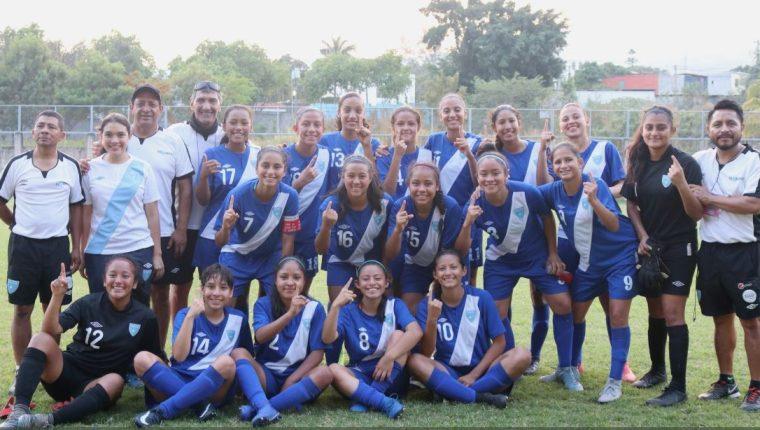 La Selección Femenina celebró el haber ganado el primer lugar del grupo B. (Foto Fedefut).