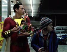 La cinta !Shazam! cuenta la historia de un adolescente de 15 años que puede convertirse en un superhéroe. (Foto Prensa Libre: YouTube)