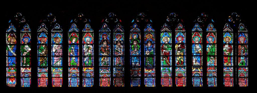 Los vitrales son una obra de arte dentro de este monumento en Francia. Foto Prensa Libre: Shutterstock