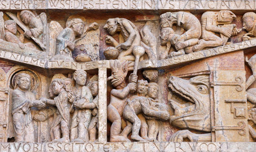 Varias partes del interior muestran esculturas. Foto Prensa Libre: Shutterstock