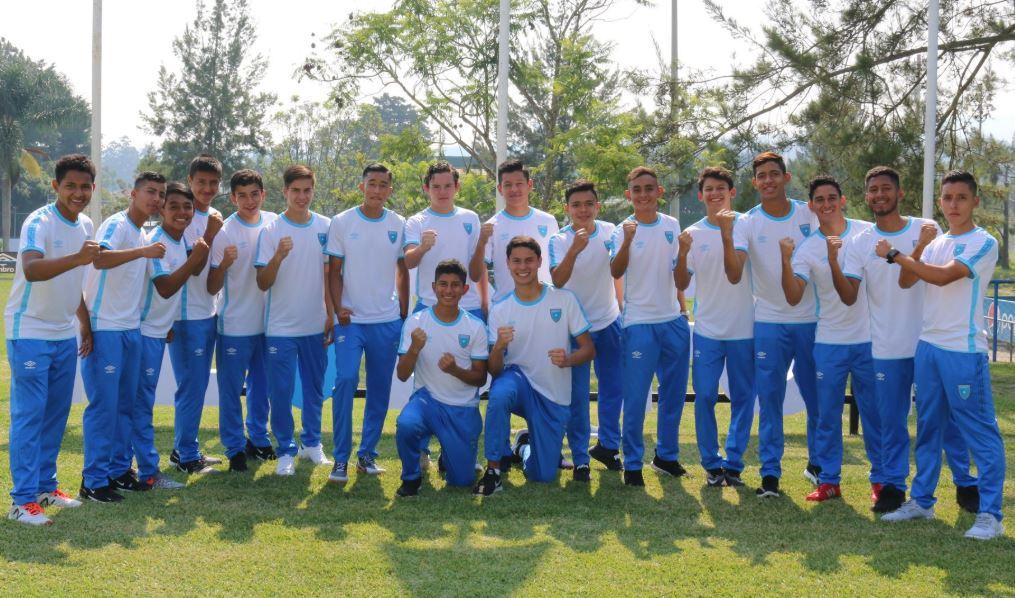 El conjunto juvenil se entrenó este lunes antes de viajar a Estados Unidos. (Foto Fedefut).