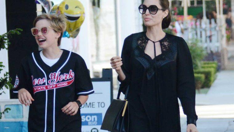 Shiloh Jolie-Pitt, junto a su madre, la actriz Angelina Jolie. (Foto Prensa Libre: Servicios)