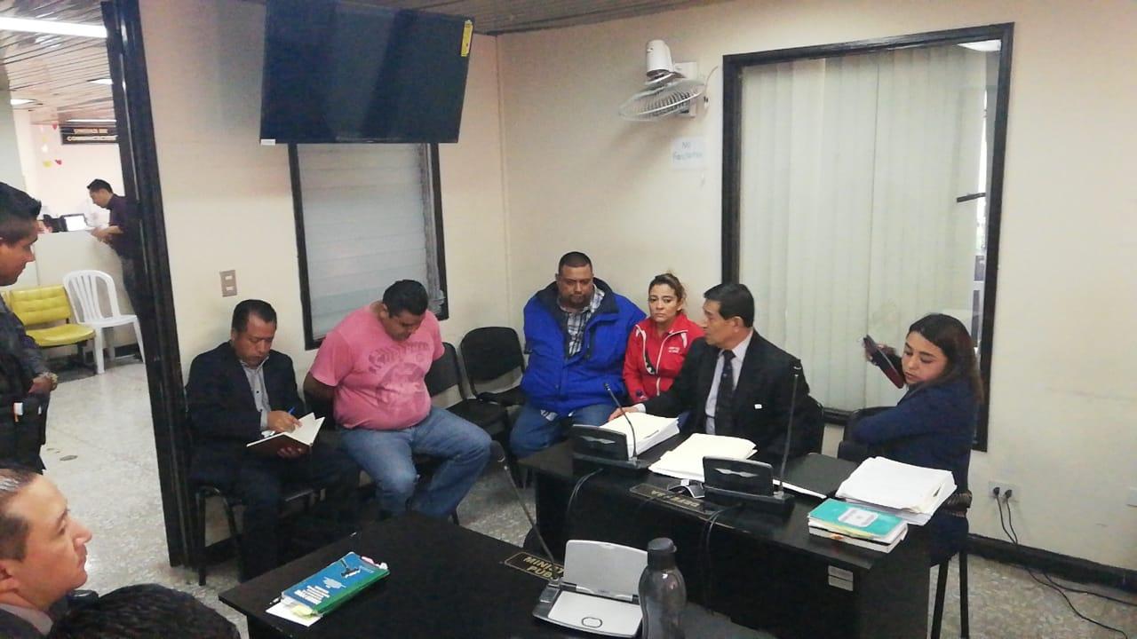 Rudy Alexander Florián Castillo, su conviviente, Rosario Magaly Velásquez Méndez, y Eddy Candelario Solís Calderon fueron acusados de cuatro delitos. (Foto Prensa Libre: Kenneth Monzón)
