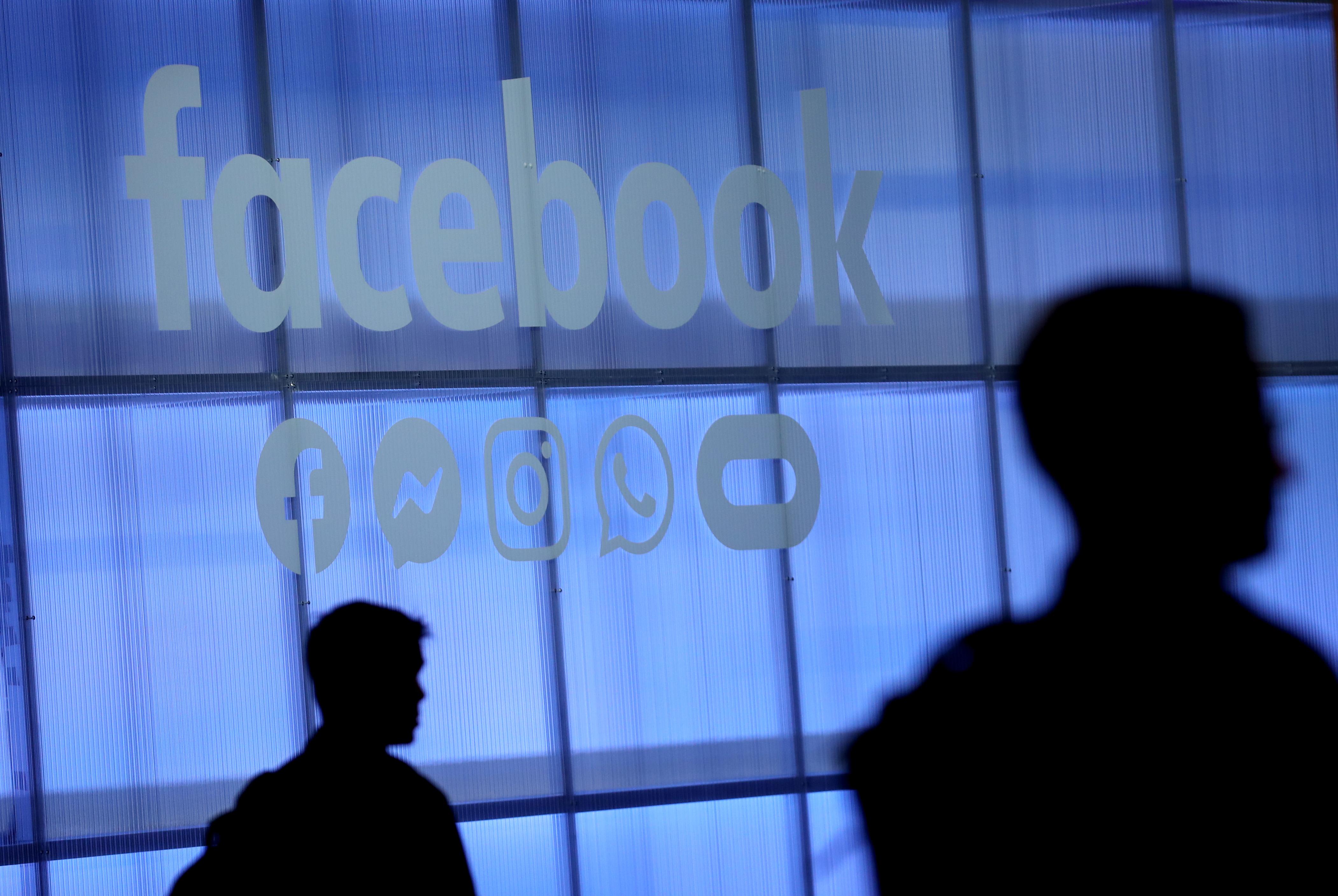 Facebook busca evitar contenido que incite al odio o la violencia. (Foto Prensa Libre: AFP)