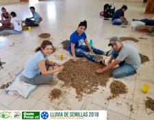 Los conservacionistas esperan reunir al menos 300 libras de bombas de semilla. (Foto Prensa Libre: Cortesía Hansel Guerra)