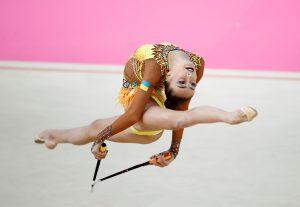 La gimnasta ucraniana Yeva Meleschvk, durante los 'FIG World Challenge Cup Rhythmic Gimnastics', campeonatos del mundo de gimnasia rítmica disputados en el Palacio Multiusos Guadalajara, en Guadalajara, España. Foto Prensa Libre: EFE
