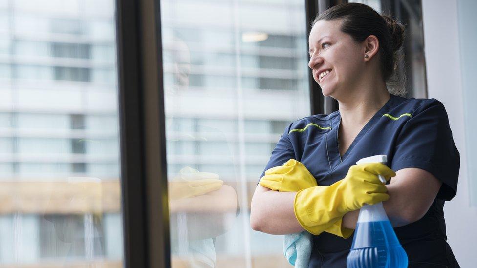Los trabajos en limpieza experimentaron la mayor alza dentro del mercado laboral latinoamericano en 15 años. (GETTY IMAGES)