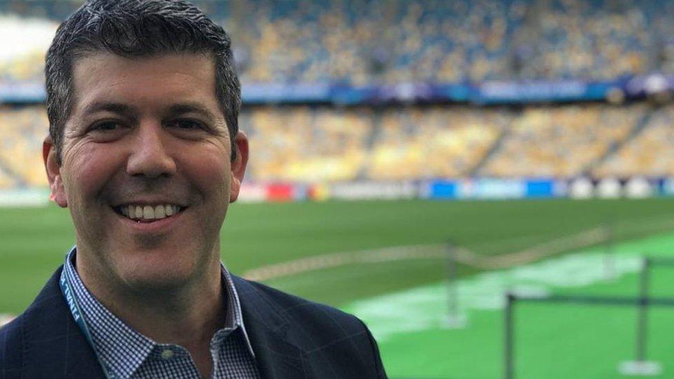 Palomo es un confeso amante del deporte en todas sus facetas desde la práctica y como aficionado hasta su profesión.